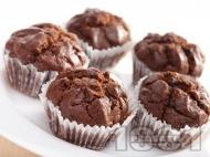 Какаови мъфини с шоколад и кисело мляко